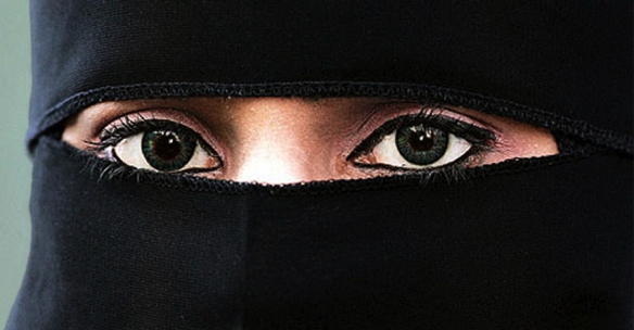 muslim-woman-900x470